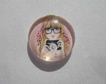 Glass cabochon round 20 mm with the image of woman with his camera