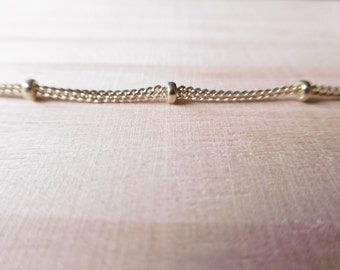 Necklace double chain light gold with pearls / / discreet day collar / / to put all day / / for her
