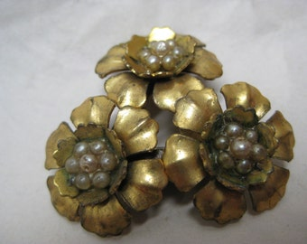 Flower Gold Pearl Clip Brooch Vintage