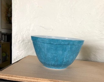 Pyrex 401 primary blue small mixing bowl.