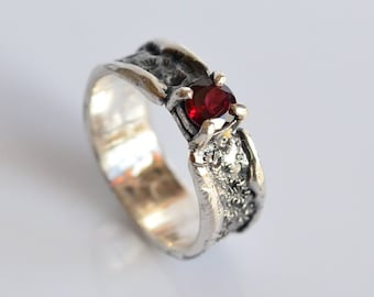925 silver ring,925 silver band, garnet ring, engagement ring,crater ring,lunar ring,organic ring, silver band, handmade, made in Italy