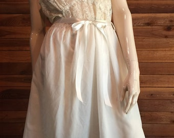 Vintage Lingerie 1950s GODFRIED Ivory Size 34 Nightgown Lace Bodice