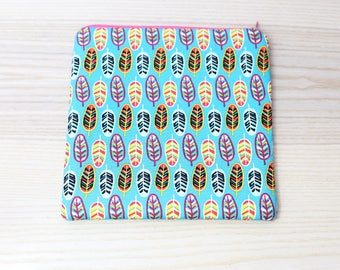 Beautiful Leaf Pattern Zippered Pouch