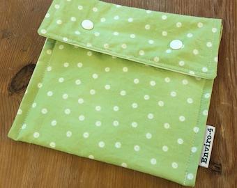 White polka dots pattern sandwich bag
