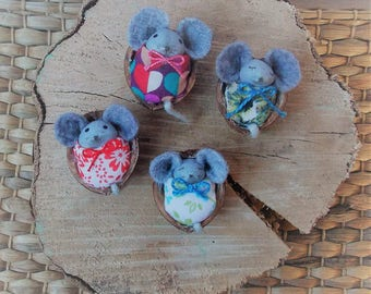 little mouse in his bed mini-cadeau accessory for fairy garden, calendar gift