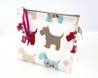 Toiletry bag dogs