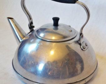 Vintage - White - 1960s - Enamel - Teapot - Home decor - Kitchen decor