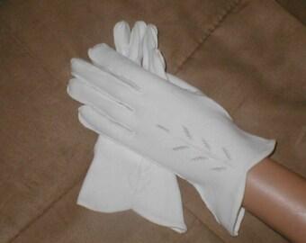 Vintage 1940's WHITE Cotton Dress Gloves