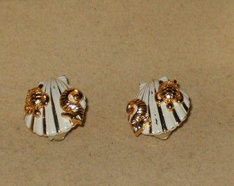 Vintage Signed RA Gold Tone And Enamel Seashell With Seahorse And Turtle Design Clip On Earrings