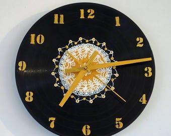 Wall clock, vinyl disc clock, mandala Central design, numbers and needles in gold, handmade, clockwork