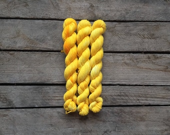 "Handdyed Mini-skein of Sockyarn, ""Sun Yellow"" Mini-skein, 75/25 SW Merino/Nylon"