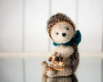 Artist Teddy bear/ hedgehog Darvin 19cm tall