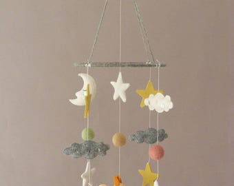 Squirrel Mobile - Baby nursery - Baby Crib mobile - Woodland Nursery - Forest animals mobile