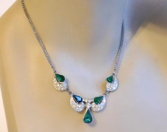 Vintage Mid-Century Green Rhinestone Lavalier Necklace - Vivid Faux Emerald Pear-Shaped Stones - 16-Inch Necklace - 1950s-1960s - Prom