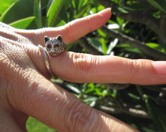 Sterling Silver Ocelot Cat Ring with Purple Glass Eyes Size 4 - 6