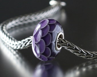 Purple petal lamp work bead 4-11