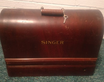 1934 Singer Electric Sewing Machine With Carry Box