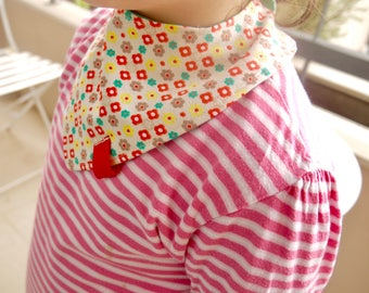 Baby bandana bib, Drool bib, Dribble bib, Teething bib, toodler bandana, Newborn to toddler, two-sided bib, red, green, beige, small flowers