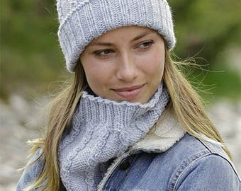 Small cables hat and neck warmer