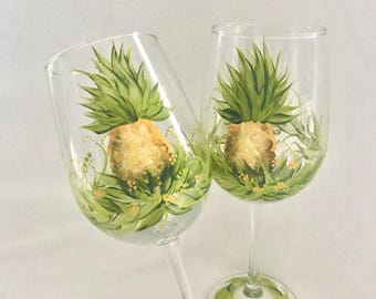 Free shipping Pineapple pair of wine glasses hand painted