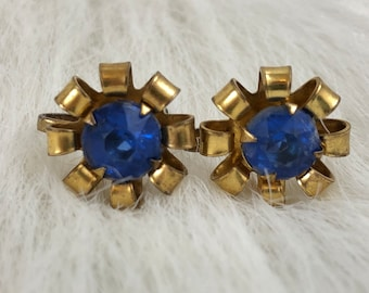 Vintage Gold Tone Blue Rhinestone Center Flower Screw Back Earrings