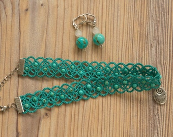 A set of mint tatted choker with metal pendant and earrings