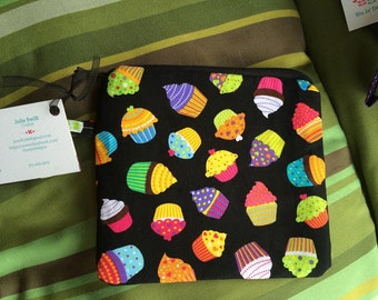 Cupcakes,  Zippered Wristlet Pouch, zippered pouch, cupcakes zippered pouch
