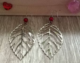 Earrings leaves and red beads