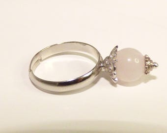 Adjustable ring with rose quartz stone