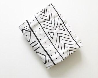 Crib Sheet Black Mudcloth. Fitted Crib Sheet. Baby Bedding. Crib Bedding. Minky Crib Sheet. Crib Sheets. Black and White Crib Sheet.