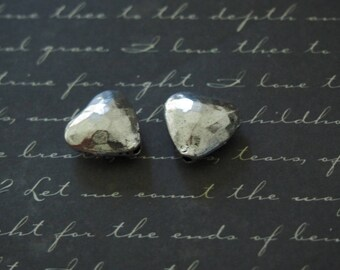 2 beads heart hammered silver metal 14 x 14, 5 x 6, 5mm