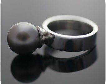 Tahitian Black Pearl Ring - Sterling Silver Band with Genuine Saltwater Pearl