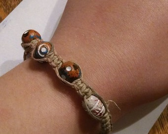 Hemp macrame bracelet with clay beads