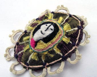 Purple - Jewelry, brooch and accessories hand embroidered Textiles.
