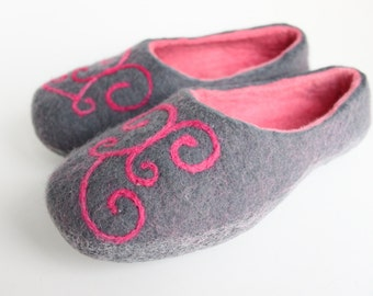 Felted  wool  women slippers / handmade house shoes / ecological felt slippers for woman  MADE TO ORDER