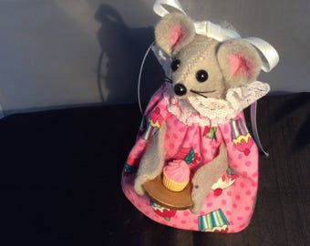 Mouse with a Cupcake
