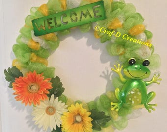 Friendly Frog Welcome Wreath