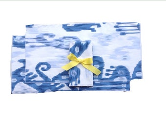 Blue and white (2) Placemats (2) Napkins