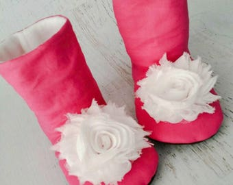 Baby booties - Pink baby girl boots - winter boots - toddler girl boots - flower boots - soft sole boots - slipper