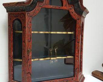 Cabinet de curiosités Français vintage. Vitrine de bijoux. Armoire petite curiosité. Vintage Floral peint à la main armoire en bois