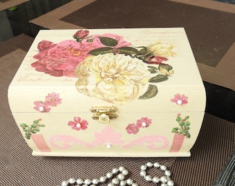 Box for jewelry or secret Shabby chic