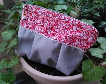 Pretty pouch, floral makeup