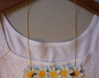 daisy crochet neckress