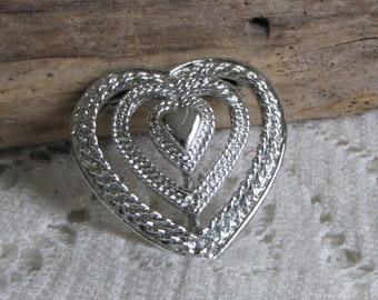 Gerry's 2-Dimensional Heart Brooch Vintage Jewelry and Accessories