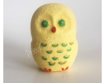 Hoot Bath Bomb. Hoot the Owl Bath Bomb. Painted Bath Bomb. Handmade Bath Bomb. Bath Fizzy. Gift for Mom. Gift for Daughter. Gift for Friend.