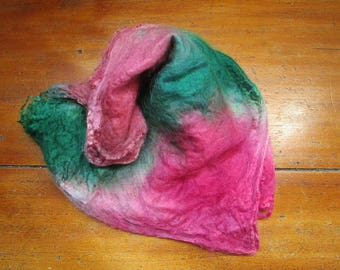 Squares of silk dyed by hand spinning or felting 8 gr