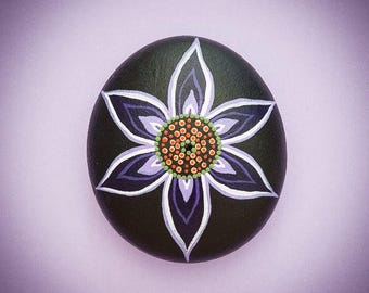 Mandala Stone 'Purple Poise'