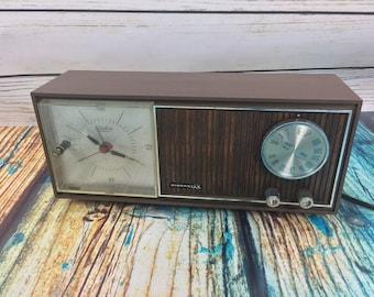 Vtg Mid Century Aircastle Solid State Telechron Movement Clock Radio # 612-F Clock and Radio Work