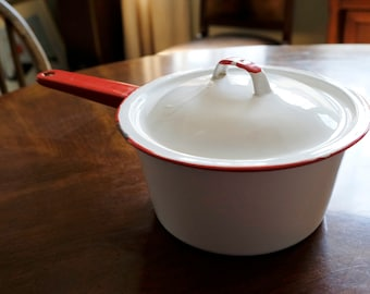 Classic Enamelware Pot with Lid - 7 3/4""