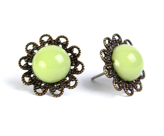 Vintage earrings green hypoallergenic surgical steel post (474)